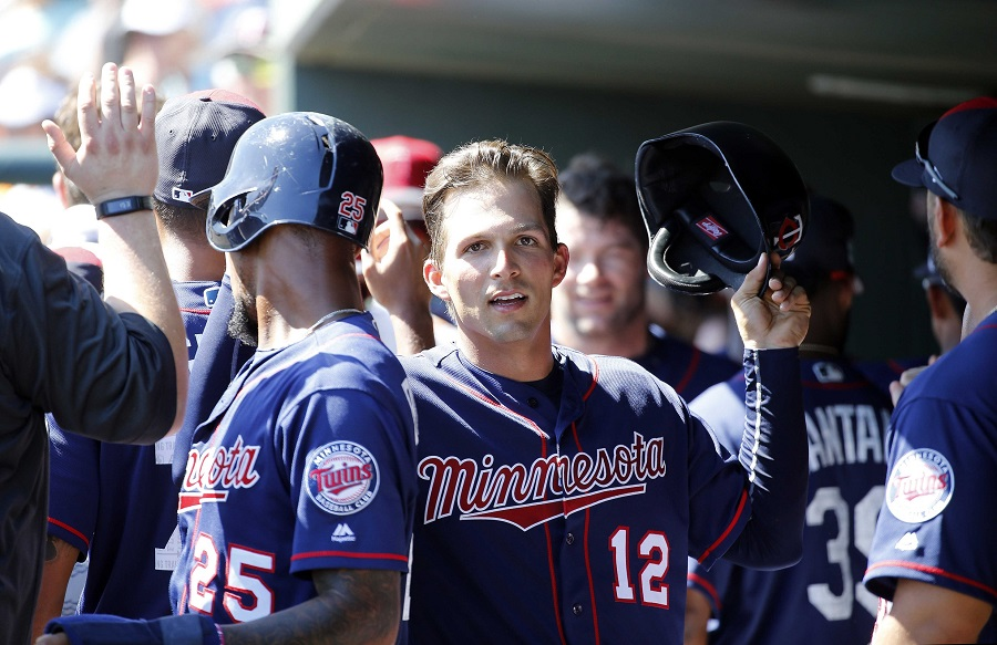 D-backs acquire catcher from Twins, put Tomas on 60-day DL