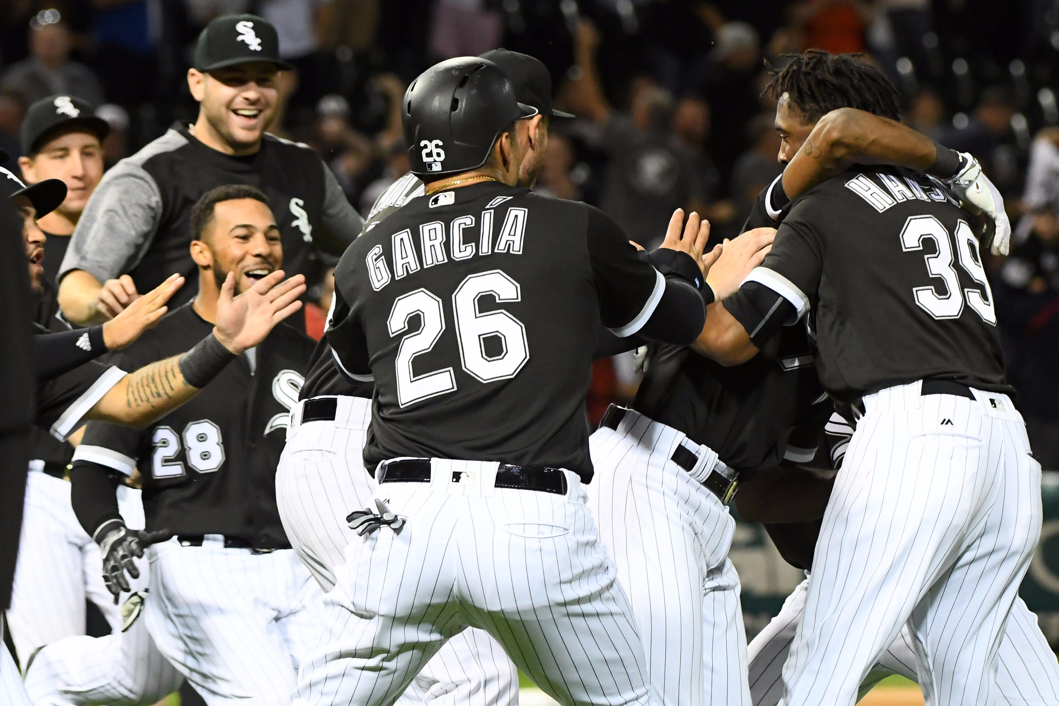 White Sox's Leury Garcia leaves with back injury
