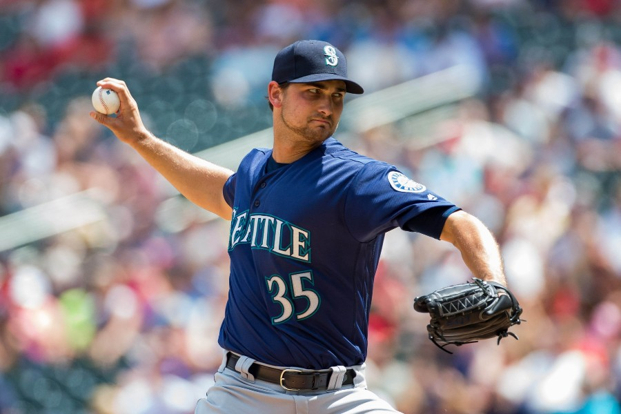 Mariners acquire relievers Adam Warren and Zach Duke