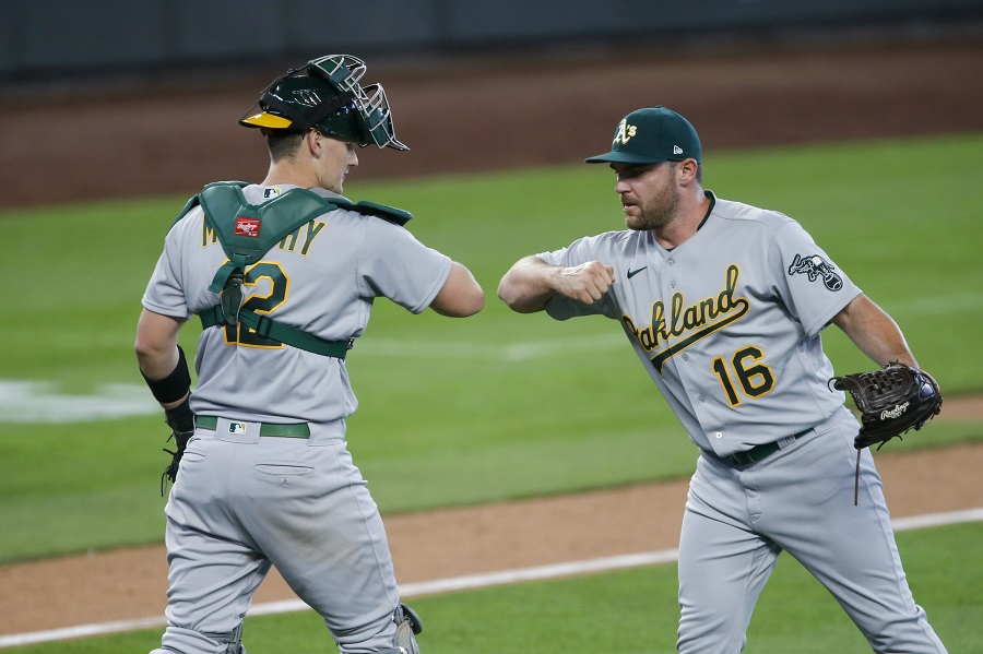 White Sox, closer Liam Hendriks agree to contract
