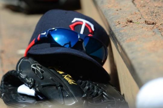 Attached Image: Twins_Glove_Hat_Betsy_720.jpg