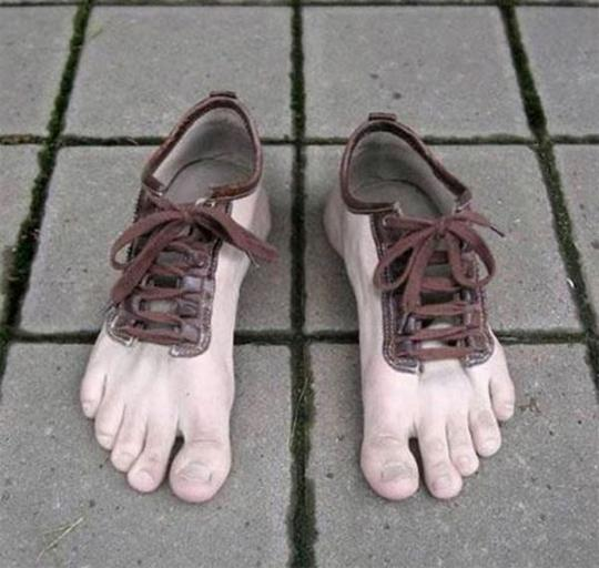 the-20-weirdest-shoes-in-the-world16-1297241930.jpg